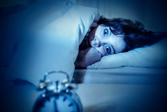 うつで不眠になるのではなく、不眠がうつを作る可能性。不眠治療で不安症やうつの症状が緩和されることを確認(英研究)
