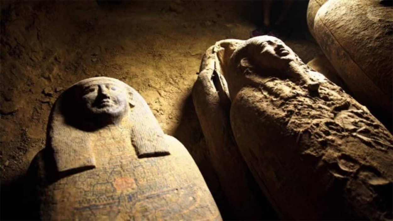 未開封の古代エジプトの棺を発見