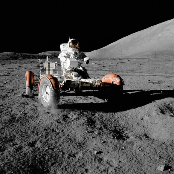 moon-vehicle-67521_640_e