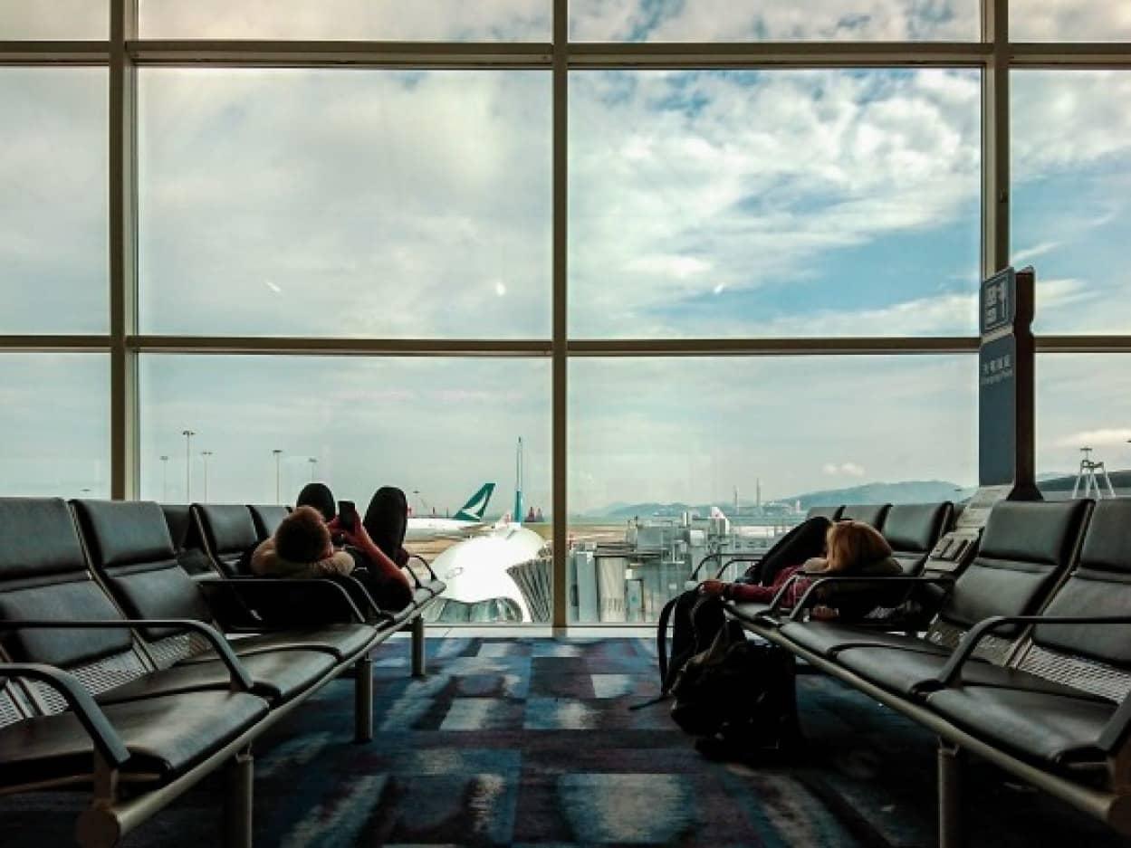 コロナが怖くて空港に3か月住み着いた男性