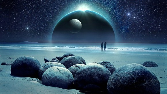 今見ている月の姿は1.3秒前の過去、太陽は8分前の過去。星空で過去を旅してみよう。