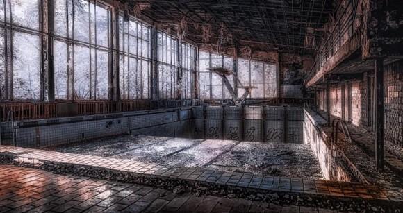 チェルノブイリの今を赤外線フィルターを通して撮影された写真