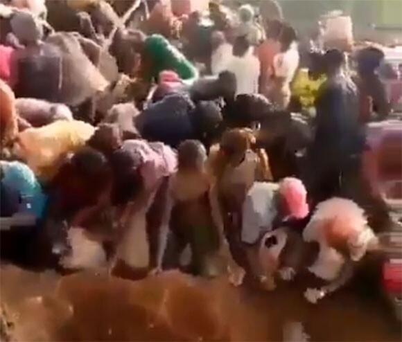 現代版ゴールドラッシュ、90%が金の鉱山に群がる人々