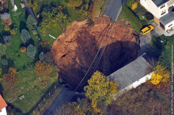 giant_landslide_01