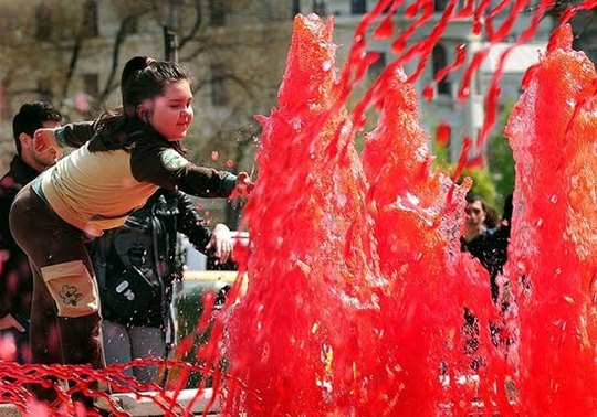 Red_Fountains_Of_Bucharest_3