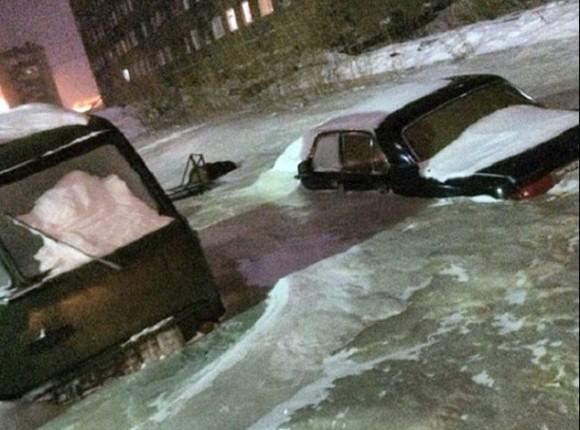これが噂の「エターナルフォースブリザード」なのか?冬のロシアで水道管が破裂。町全体が氷漬けに。