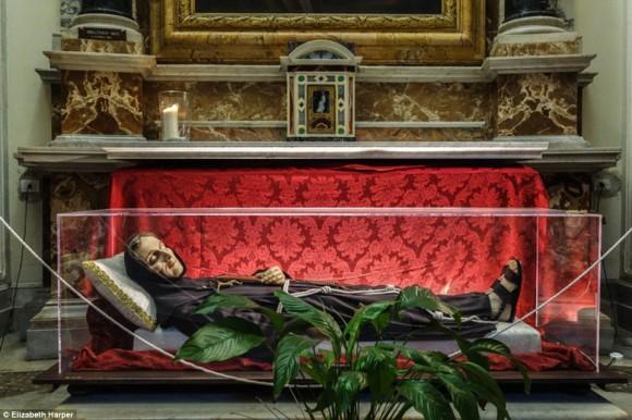 神のご加護があれば死体は腐らない?イタリアにある聖人の不朽体