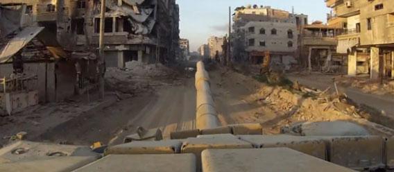 現実はゲームよりも壮絶。戦闘中の戦車に一人称視点カメラを設置した映像(シリア)