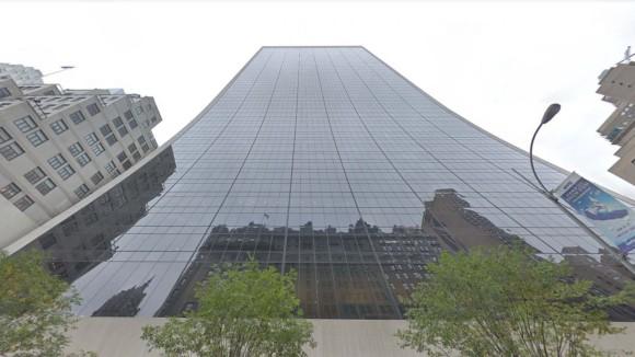 高層ビルの47階から落下した窓清掃作業員の奇跡の生還(アメリカ)