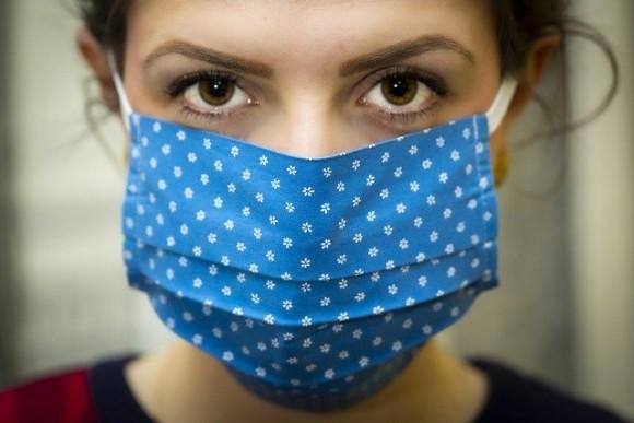 フェイスマスクで顔認証システム混乱