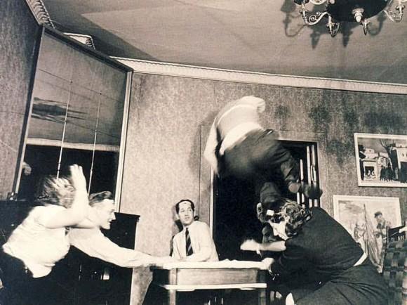 怖すぎかよ。昔の人が全力でスピリチュアルを演出した15のヴィンテージ心霊写真(閲覧注意)