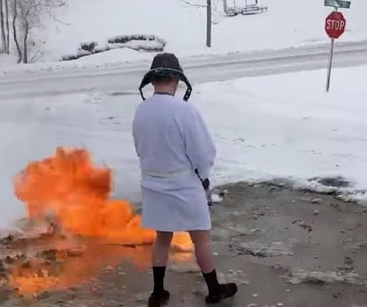 火炎放射器で除雪