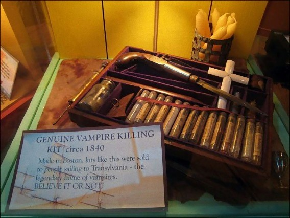 real_vintage_vampire_killing_kits_640_15_e0