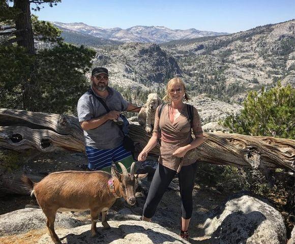 パーティーはヤギ・犬・人間夫婦。2匹と2人が冒険の旅に出た(アメリカ)