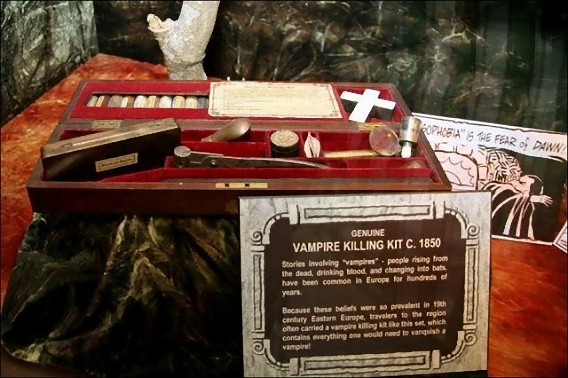 real_vintage_vampire_killing_kits_640_26_e0