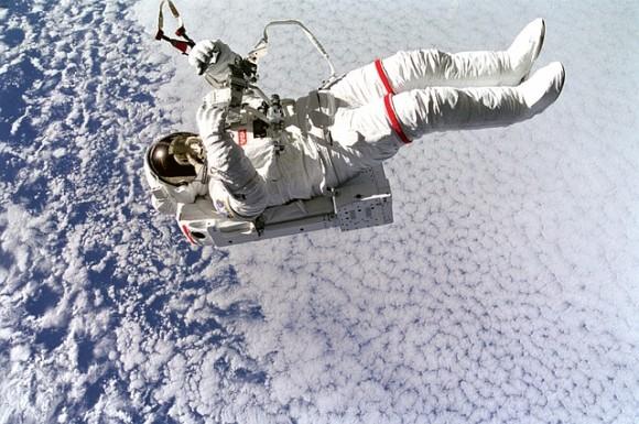平熱が1度上昇する。宇宙に長期滞在した宇宙飛行士に生じる「宇宙熱」とは?(ドイツ研究)