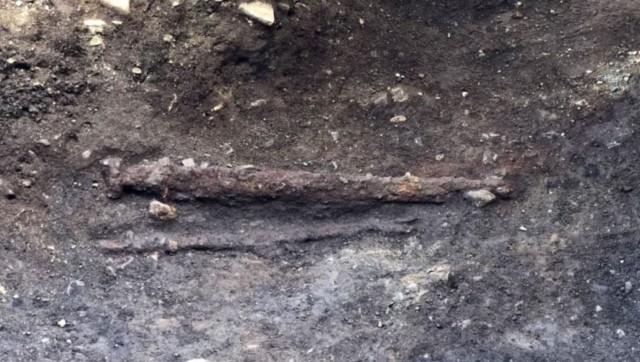 左利きのバイキングの戦士の剣が発見される