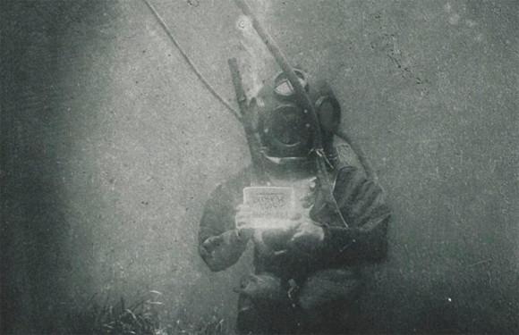 世界初の水中写真の被写体は海洋学者。命がけで撮影されていた(1988年)