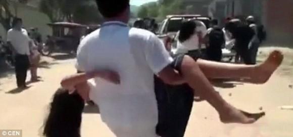 怖ろしき集団ヒステリー。100人もの生徒たちが一斉にけいれんの発作を起こす事態が発生(ペルー)