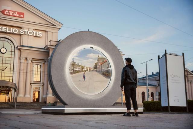 リトアニアとポーランドに円形の巨大なポータルが登場