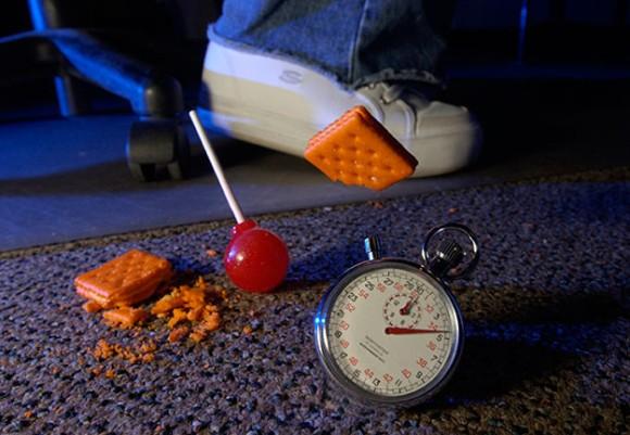 食べ物を落としても5秒以内に食べれば大丈夫という都市伝説5秒ルールはアリなのか?最新の研究結果で明らかに(英研究)
