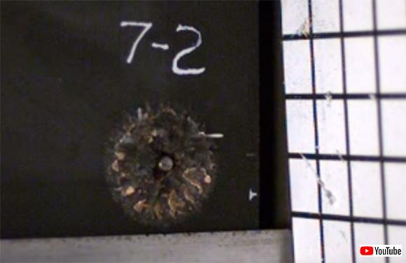 弾丸が木っ端微塵に砕け散る。軽量の発泡素材が開発される(米研究)