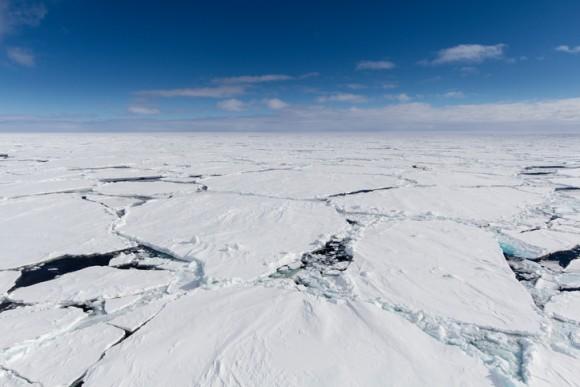南極の氷の下では頻繁に地震が起きている。南極の地震を観測することでプレート活動を理解しようという試み(米研究)