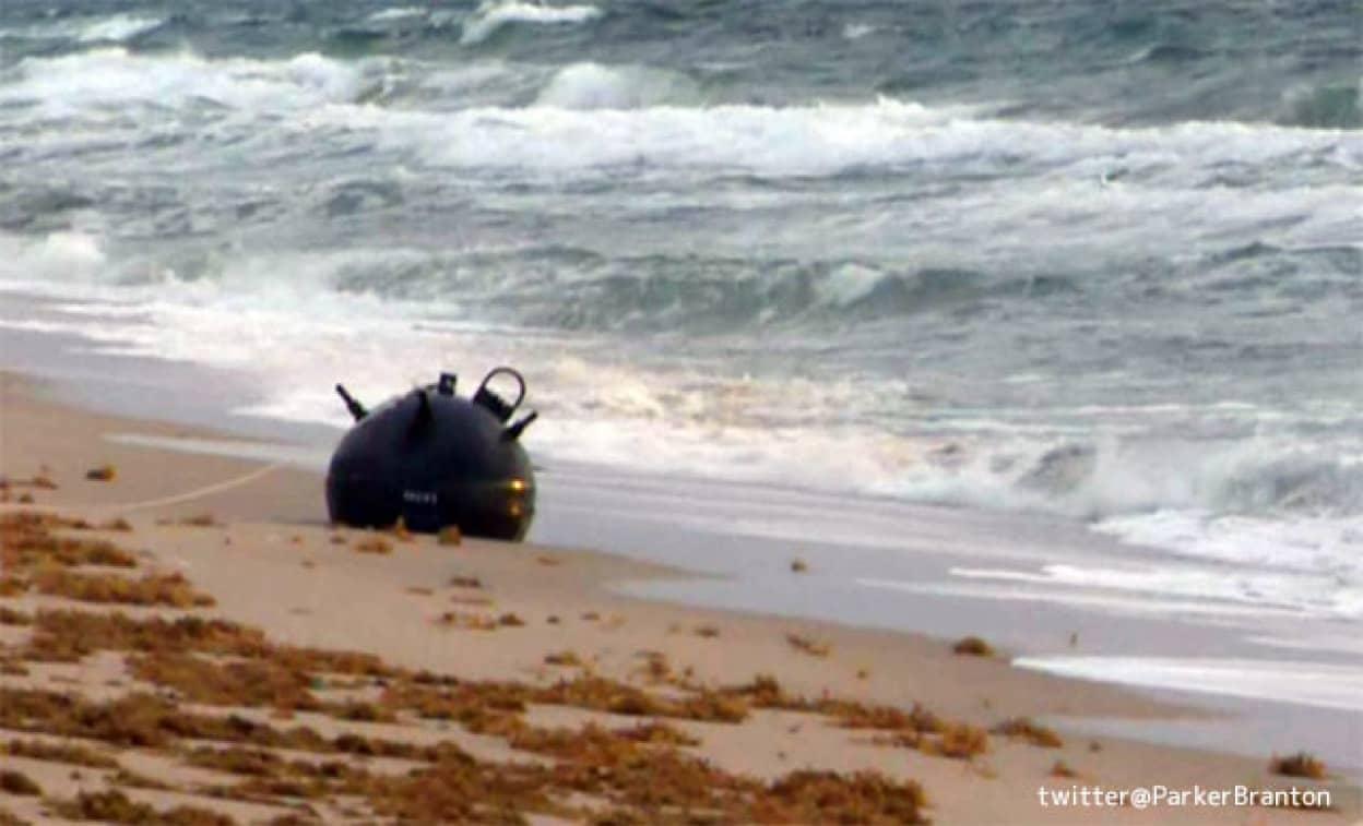 アメリカの海岸に打ち上げられた謎の球体