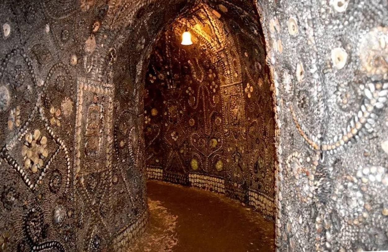 大量の貝殻で装飾された謎の地下洞窟「シェル・グロット」