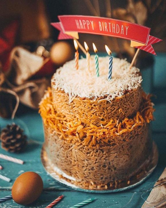 マジかよ!ジャカルタで誕生したインスタントラーメンでできたヌードルケーキ