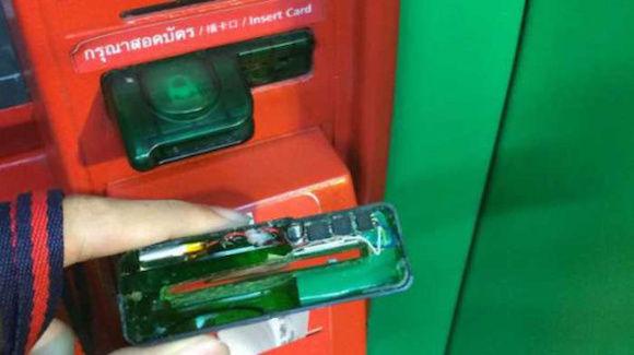 なにこれ怖い。海外のATMでのクレジットカードをスキミングする手口。その対策とは?