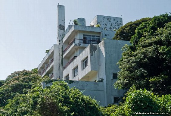 an_abandoned_hotel_in_japan_640_01