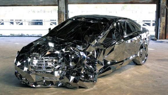 CGじゃないしコラじゃない。全部鏡で作られた多面体構造の車