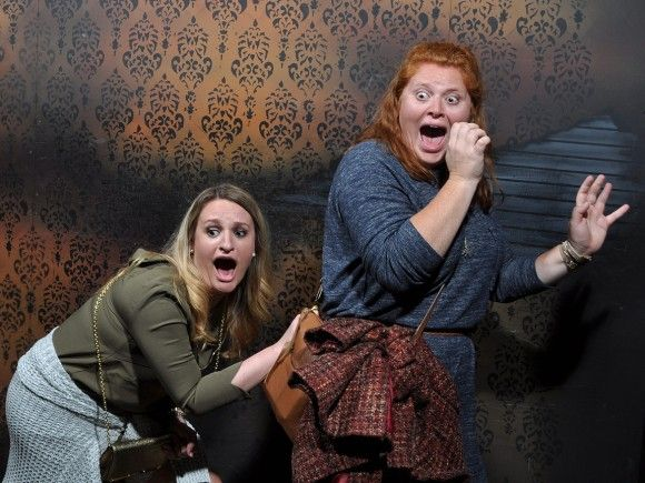 怖いのは知ってたけども...お化け屋敷で恐怖する人々の表情をとらえた決定的瞬間写真シリーズ