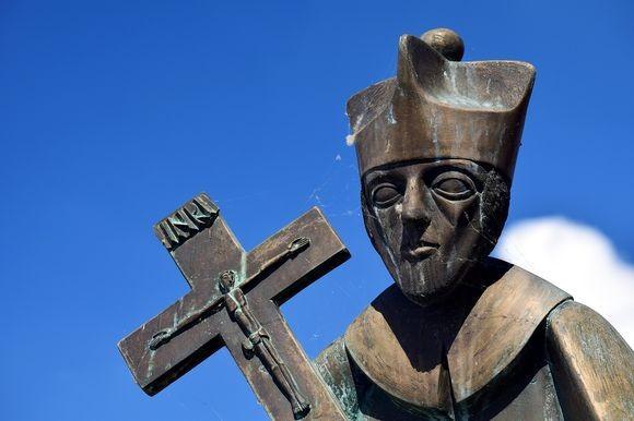 悪魔が蔓延しすぎている。ヘリコプターで上空から町中に聖水を撒く大規模悪魔祓いが実施予定(南米コロンビア)