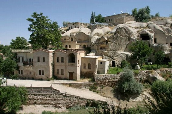 a_cave_hotel_640_01
