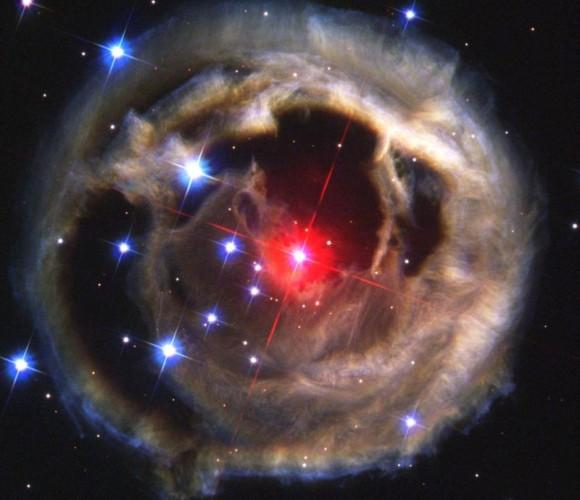 シャアもびっくり!2022年、5年後に赤色新星が地球上の空を明るくすると天文家が予測(米研究)