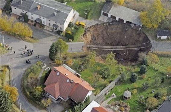 giant_landslide_09