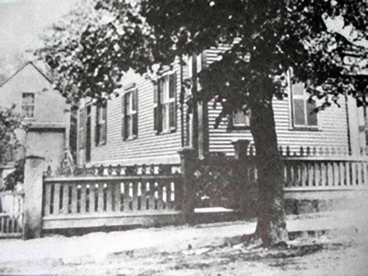 リジーボーデンの家、未解決殺人事件が起きた家が売り出し中