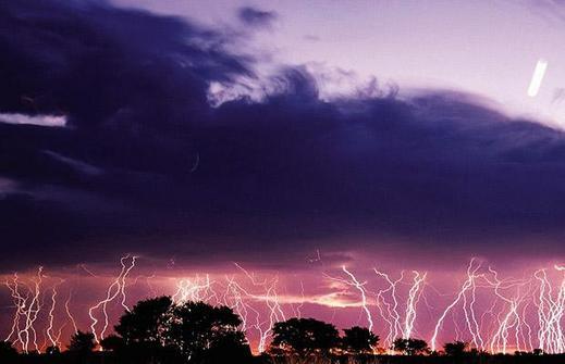 Lightning_1402383i