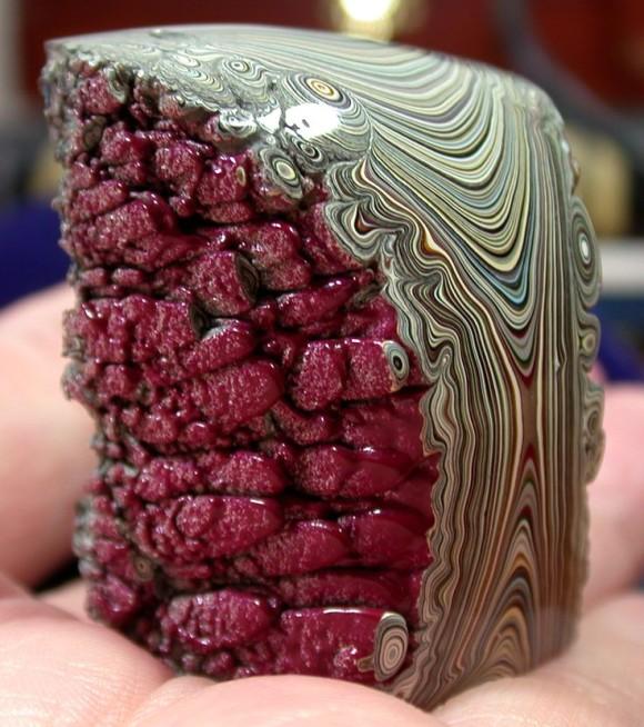 自動車工場でのみ採取できる美しい鉱石「フォーダイト(デトロイト瑪瑙)」