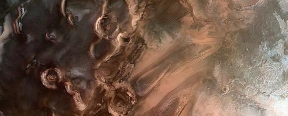 火星の北極の下に膨大な量の水の氷を発見(米研究)