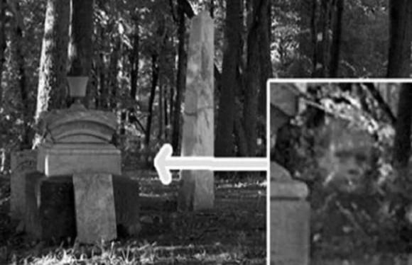 墓地で撮影された15の不気味な心霊的写真