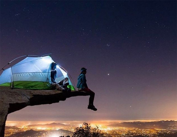 ありえないほど見事なキャンプ写真。でもそれはやらせなのだということを暴く為にやらせ写真を公開しまくるインスタグラマー