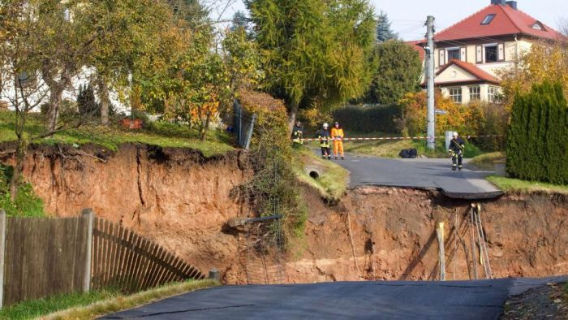 giant_landslide_02