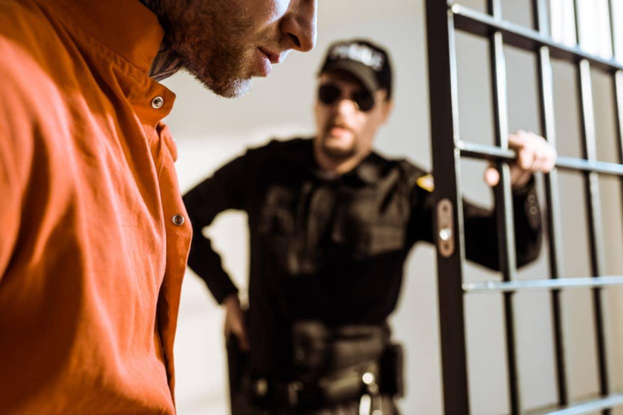 保護観察官を教育し受刑者と信頼関係を築くことで再犯率が低下するという研究