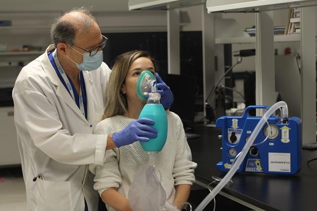アルコールを急速に体内から抜く呼吸装置が開発される(カナダ研究)