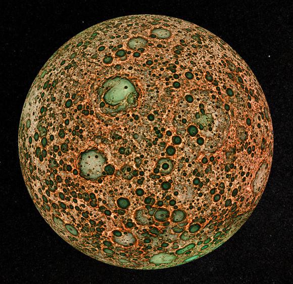 ちなみにこちらは、かぐやのハイビジョンカメラがとらえた月の北極である