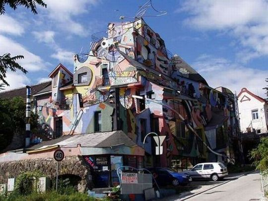 strange_buildings_around_the_world_21