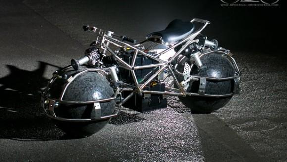 学生が設計した全方向対応型スフィアホイール電動バイク(アメリカ)